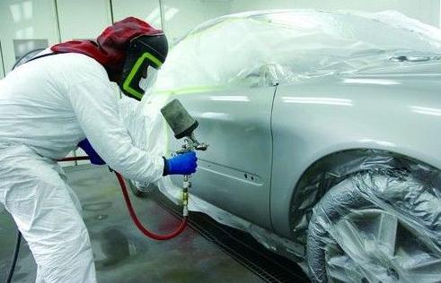 对林肯小型轿车底盘排气管处有无喷漆进行鉴定